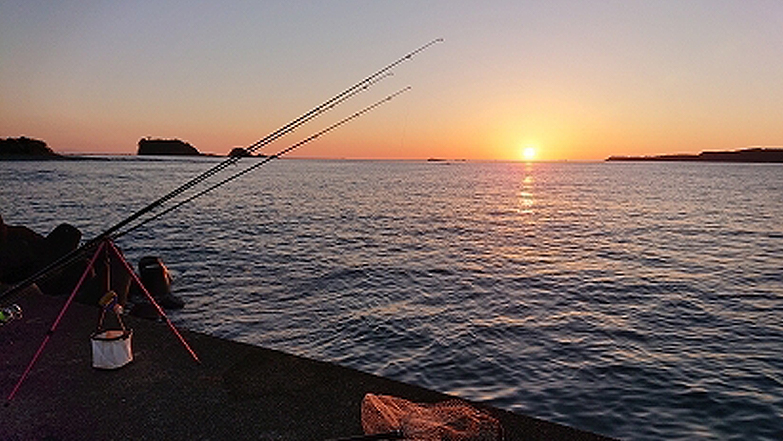 串本町の伊串漁港から見た日の出