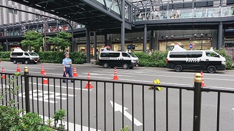 午後の大阪駅前